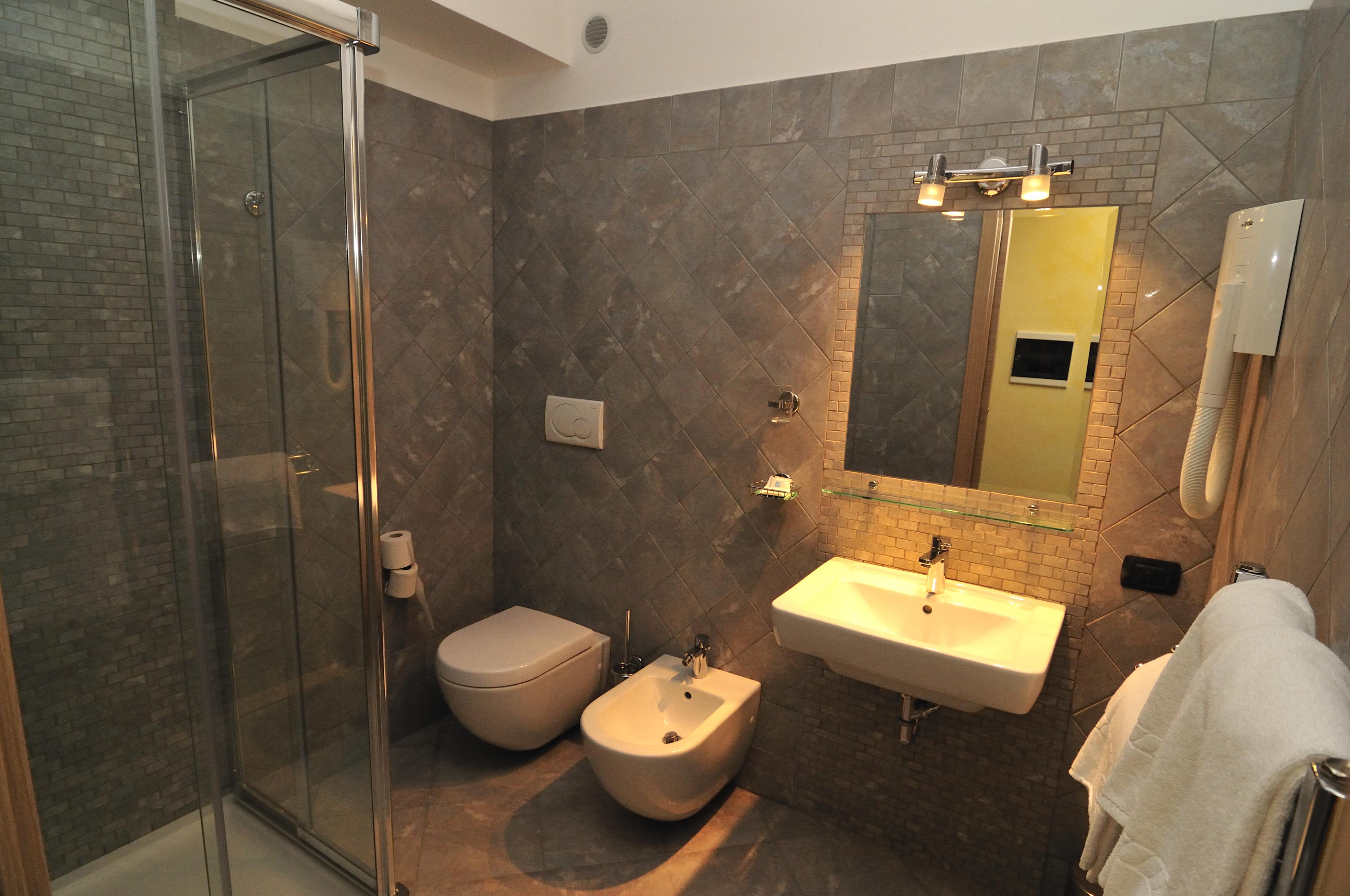 Hotel la locanda del cavaliere bagno camera hotel la locanda del cavaliere a latina - Bagno vignoni locanda ...