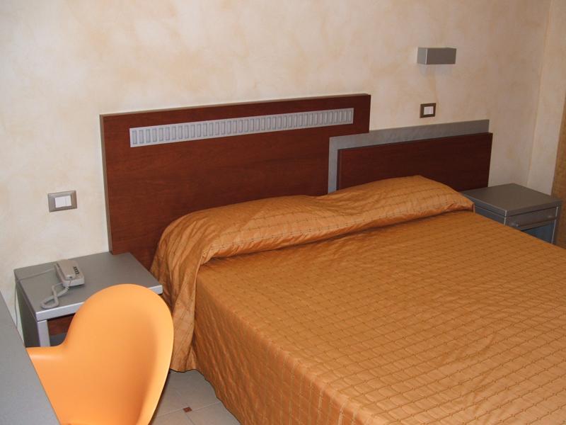 hotel-la-locanda-del-cavaliere-camera-matrimoniale-01