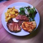 Misto di carne alla Brace con patate forno ed insalata